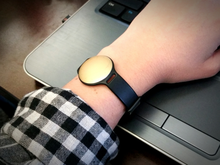 I opted for the Champagne color - here it is in the regular silicone watch band that comes with it.